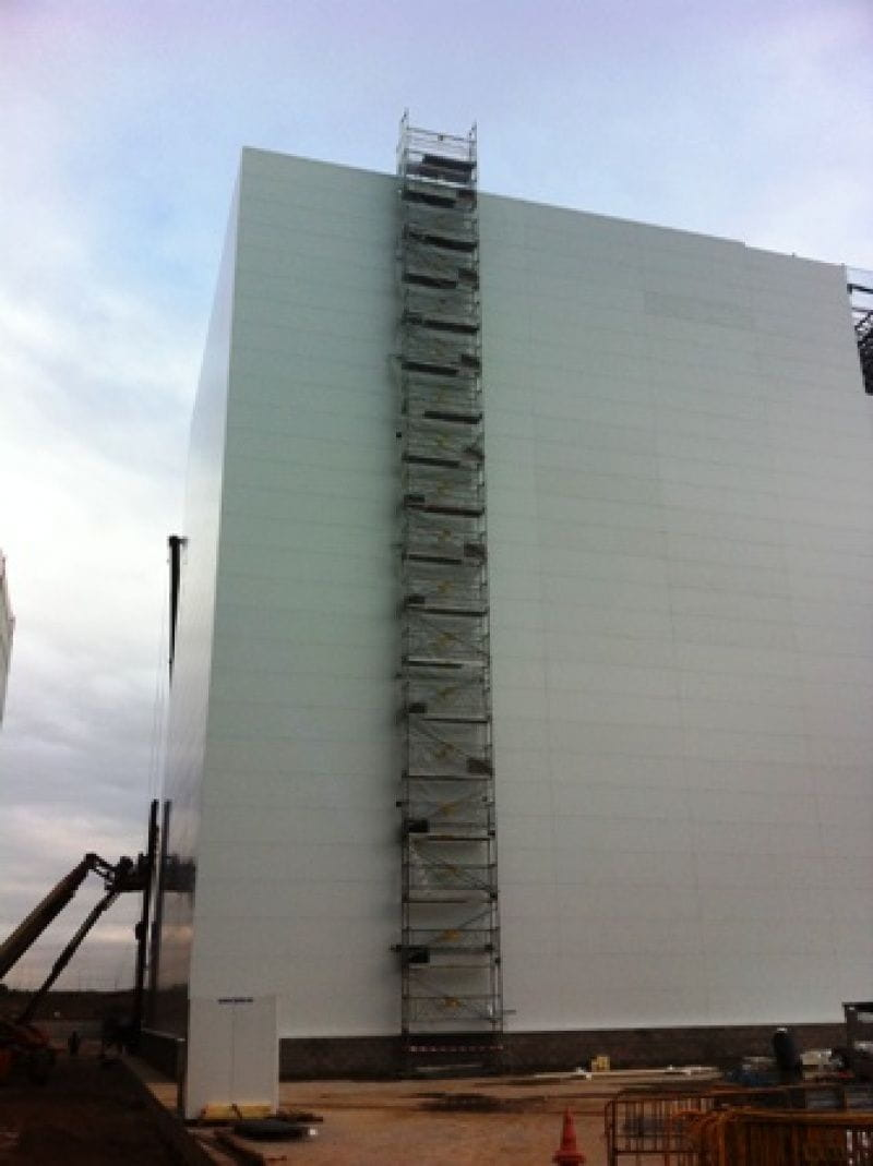 Escalera acceso a cubierta