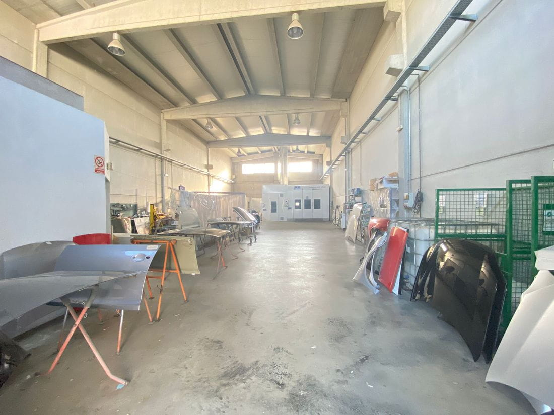 Se vende taller mecánico y de planxisteria de 480m2 en Cassà de la Selva