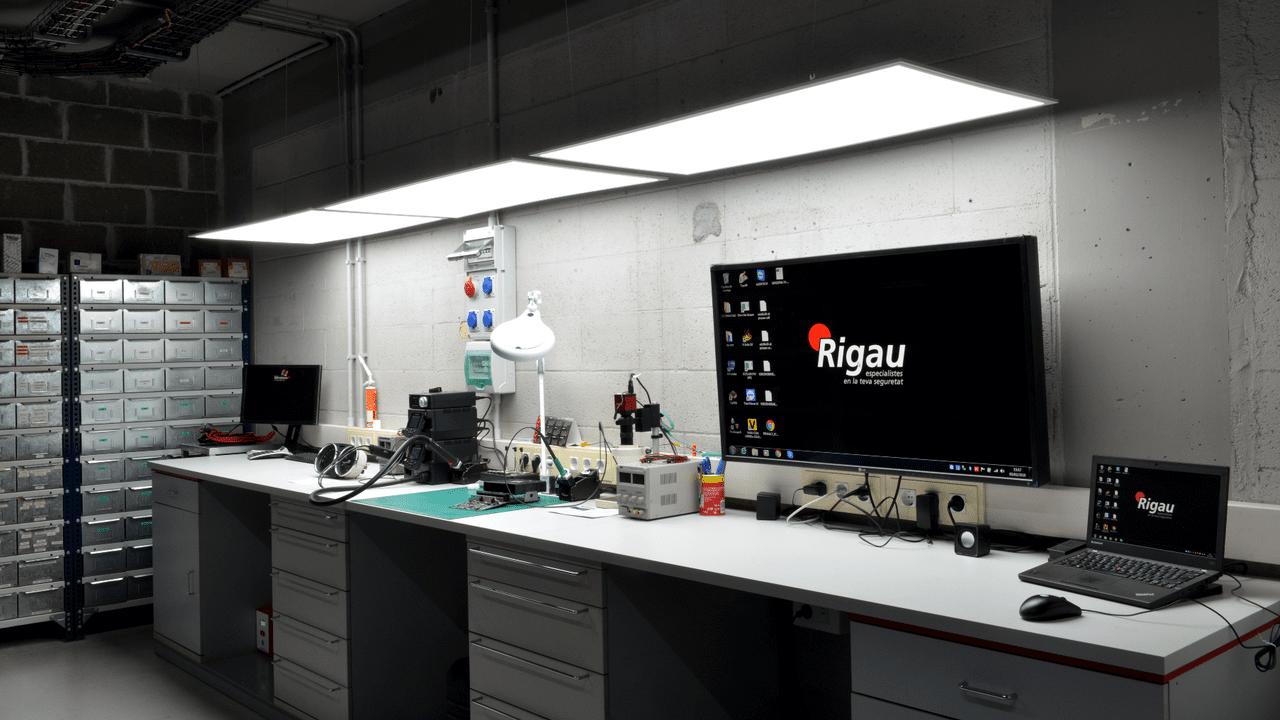 Rigau - Laboratorio electrónico