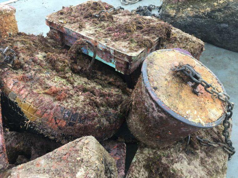 Alguns dels artefactes trobats al fons del mar