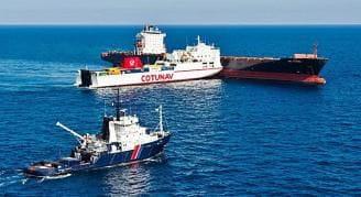 La colisión de los dos barcos el mes de octubre en aguas del Mediterráneo. Alexandre Groyer © Marine nationale