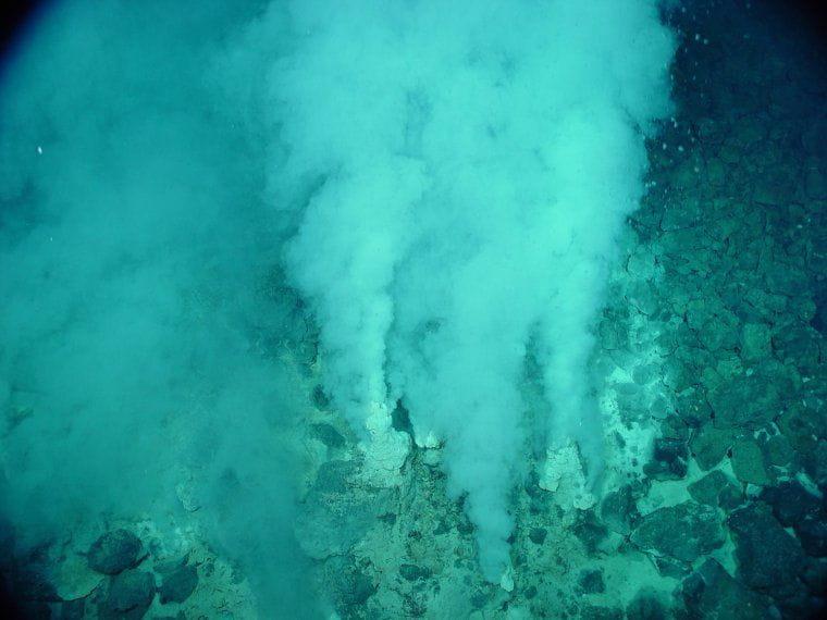 Fumeroles a la terra semblants a les que hi podria haver al fons