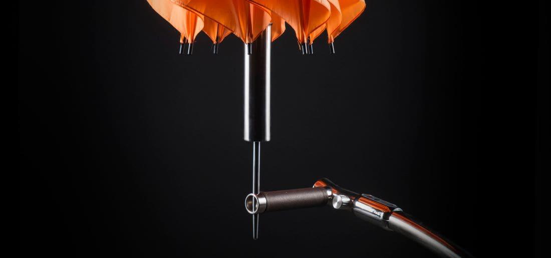 Disponemos de porta targetas y porta paraguas que se adaptan perfectamente, sólidos y elegantes.