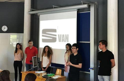 Presentación por parte de uno de los equipos finalistas