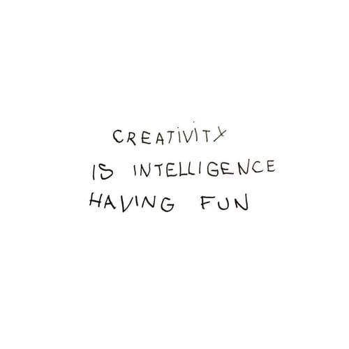 Frase Einstein - creativity intelligence having fun