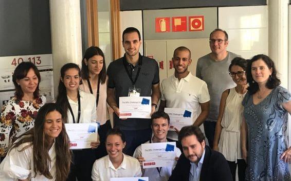 Equipo ganador del Mobility Challenge by Seat junto a Raquel Rubio y Francesc Delgado de Seat, y los Directores del Master of Science de la BSM (UPF)