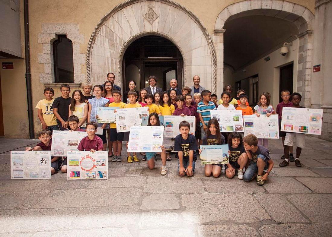 NENS I NENES DE 6 ESCOLES DE GIRONA PRESENTEN A L'ALCALDE IDEES PER REINVENTAR LA CIUTAT