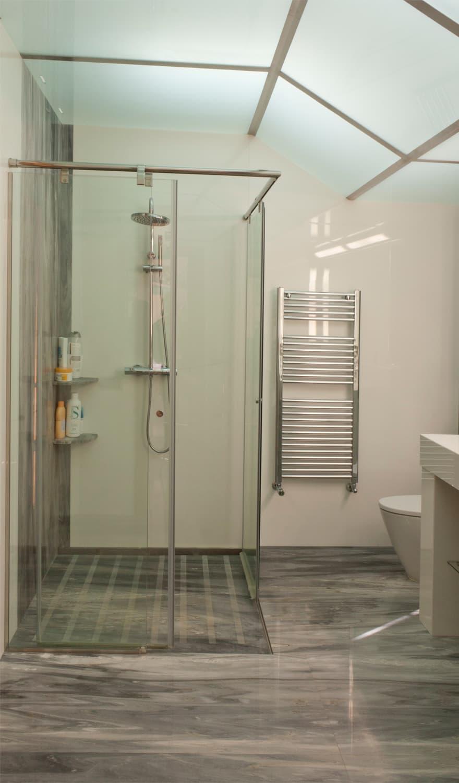 plaques de douche personnalis es marbres i pedra. Black Bedroom Furniture Sets. Home Design Ideas