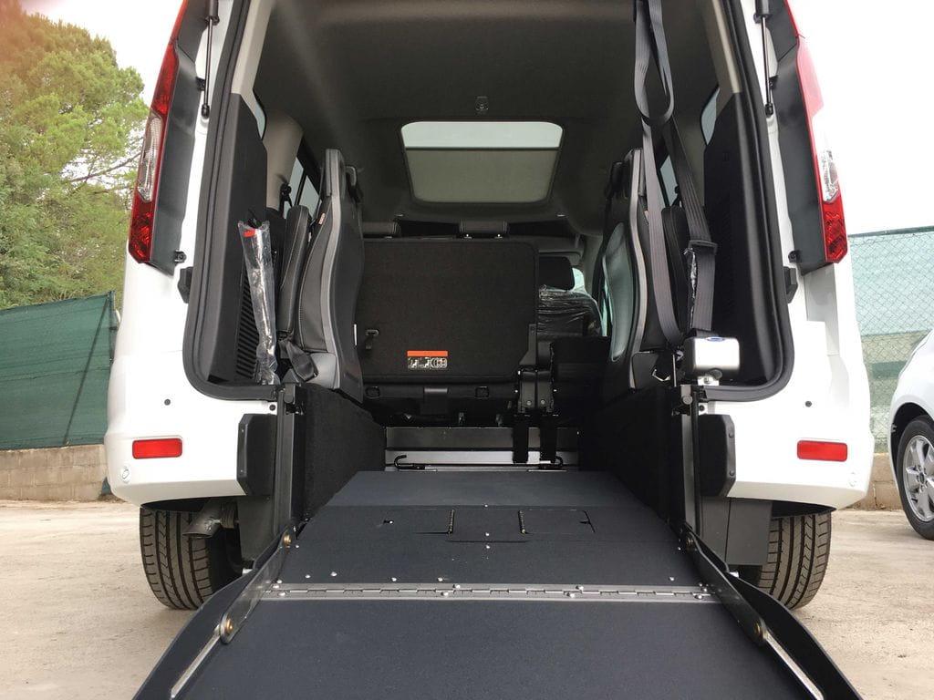 Adaptaci n furgoneta para transporte usuario en silla for Sillas para vehiculos