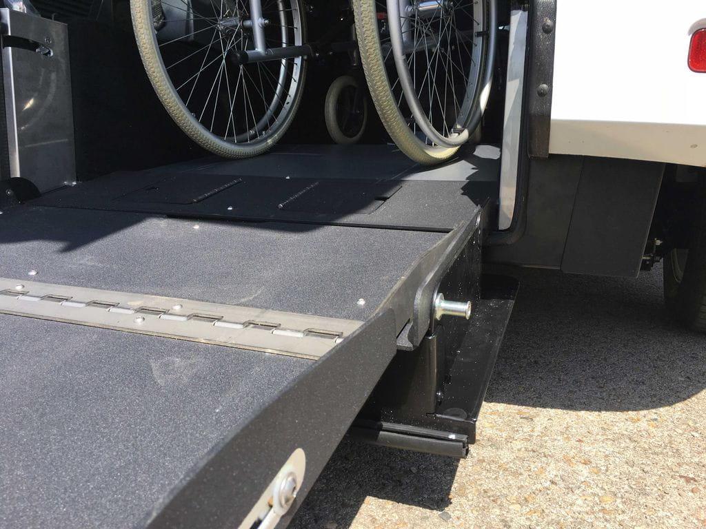 Cotxe adaptat pel transport d 39 usuaris en cadira de rodes barcelona v lida car - Cadira barcelona ...