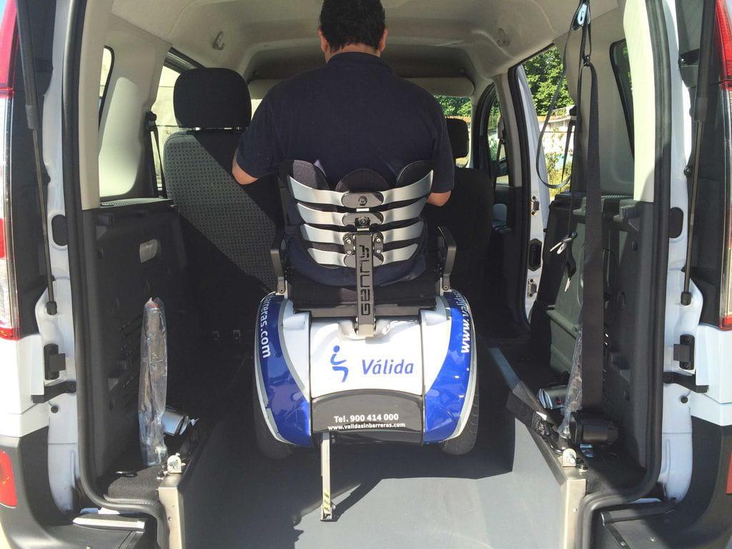 Rebaje de piso en renault kangoo v lida car adaptaci n for Sillas para vehiculos