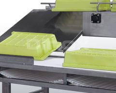 Return ramp for clean trays.