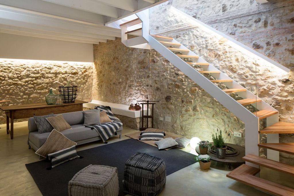 4002 pals casa rustica de pueblo restaurada con piscina for Casas de madera con piscina