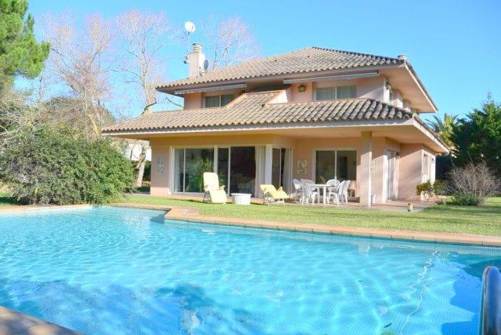 8111-Für 7 Personen, Villa mit privatem Garten und Pool am Strand ...