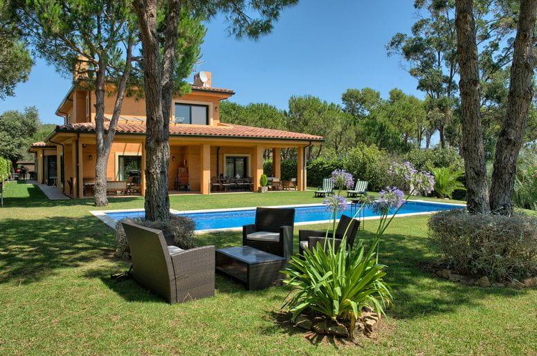 2091 begur vila con gran jard n piscina privada en la - Jardines en casas de campo ...