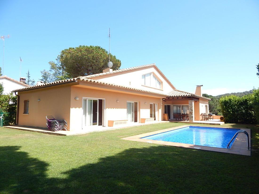 Achat maison avec piscine espagne maison moderne for Achat maison contemporaine