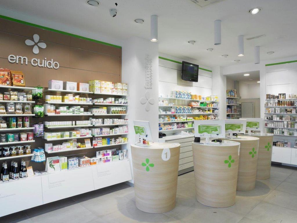 estanteras y todos los accesorios necesarios para equipar las farmacias y ortopedias vitrinas barandas separadores cestas de pvc o