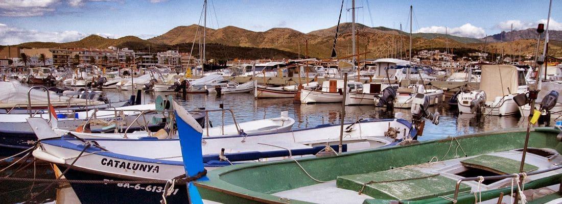 Descobreix les diferents arts de pesca que es practicaven antigament al Cap de Creus i visita la llotja de peix.