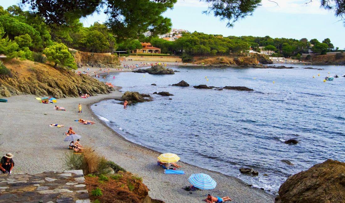 Vine a les nostres platges a gaudir del Mediterrani i podràs relaxar-te en un entorn privilegiat.